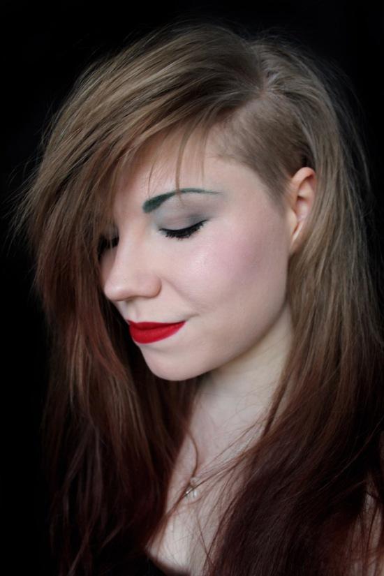green eyebrows MAC Pigment Teal 1