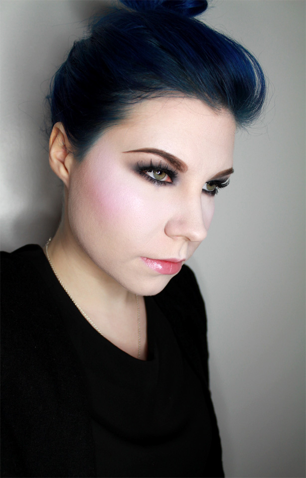 smokey_eye_hair_bun2