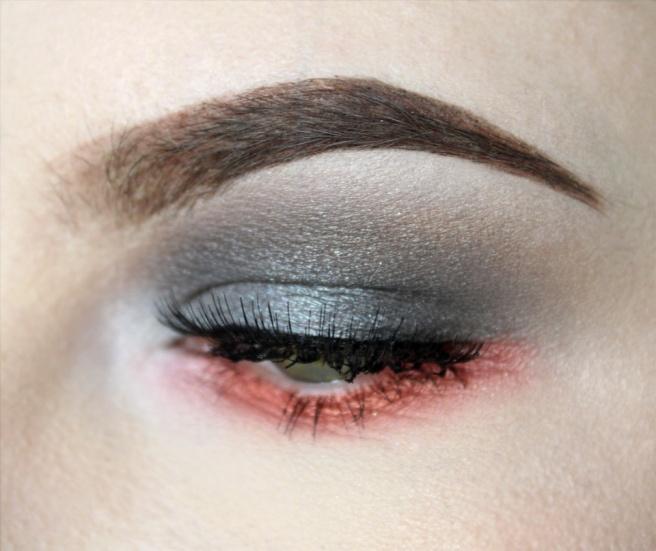 mac_silver_ring_eyeshadow_1