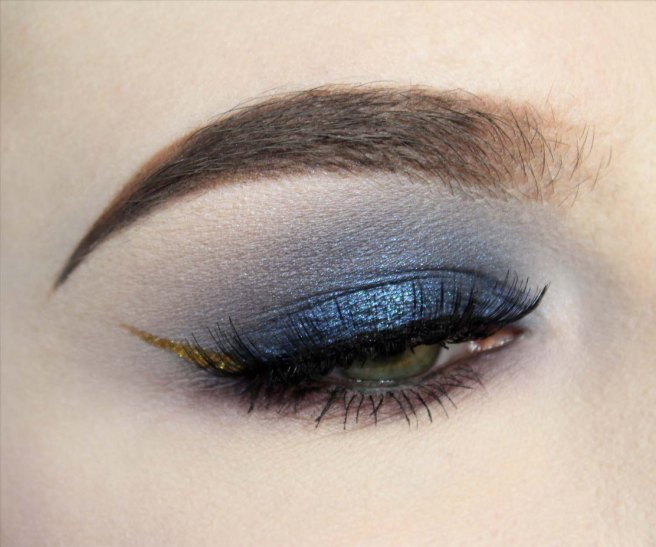 golden_wing_blue_eyeshadow_1