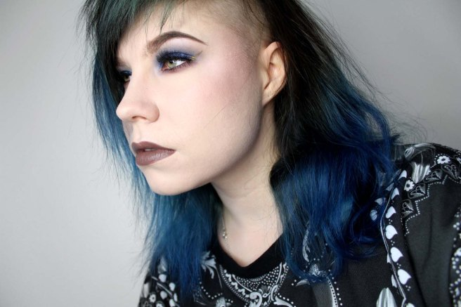 golden_wing_blue_eyeshadow_2